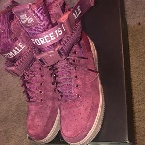 Nike Women's SF Air Force 1 HI Force Is Female